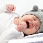 Ребенку месяц, не спит ночью – что делать?